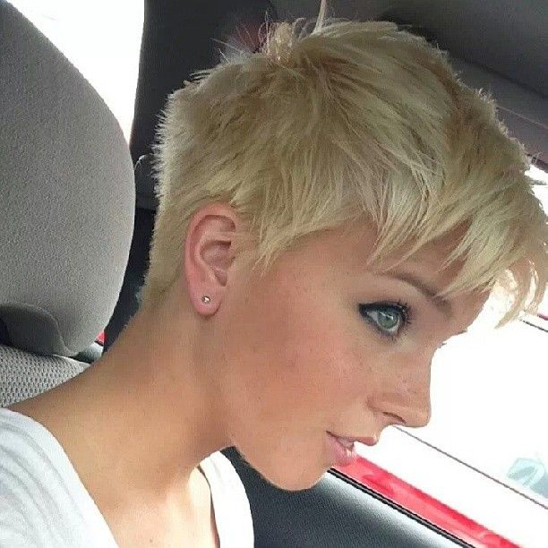 Frigging love this haircut. Business in the back, party in the front! And perfect for just getting up and going to class!