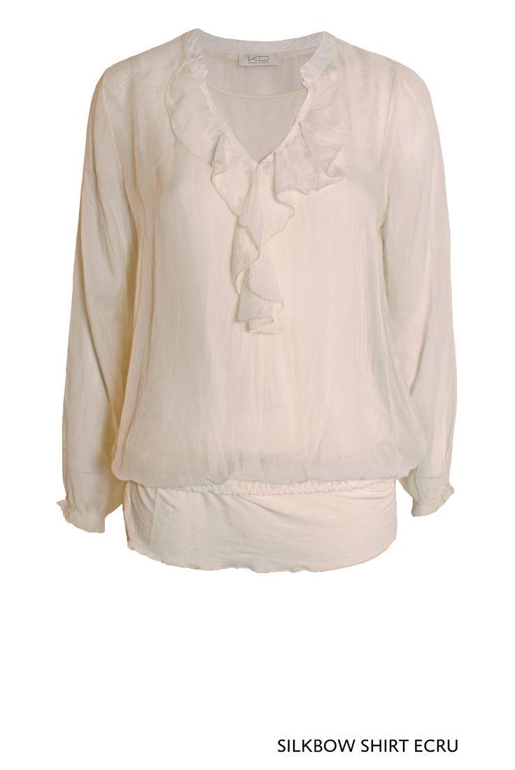 Silkbow Shirt Ecru von KD Klaus Dilkrath #silkbow #shirt #ecru #silk #bow #blouse #top #frill #kdklausdilkrath #kd12 #summer #airy #breezy #outfit #kdklausdilkrath #kd #dilkrath #kd12 #outfit
