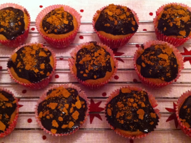 Gingerbread muffins with lingonberry filling, topped with dark chocolate and crumbled pepparkakor... Adapted from the link attached.  Baked by me ;) December'12  Photo ©Blanca Oliver