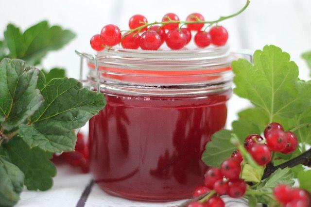 Желе из ягод смородины – оптимальный способ заготовки на зиму плодов этого чудесного кустарника. #желеизкраснойсмородины #ягодноежеле