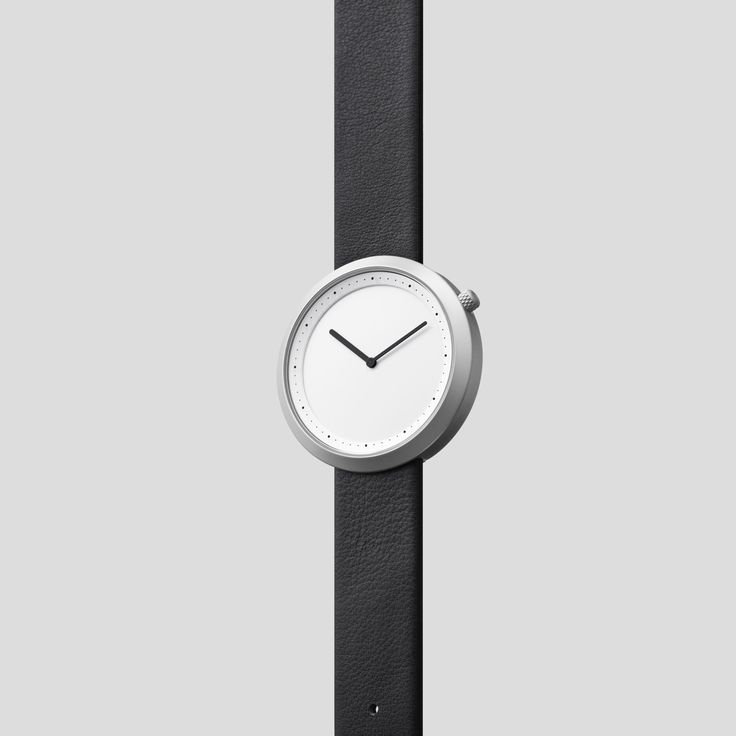 MATTE STEEL ON BLACK ITALIAN LEATHER  Clean, classic and contemporary, Facette pays homage to the iconic, circular watch shape while incorporating distinct, forward-thinking design details.
