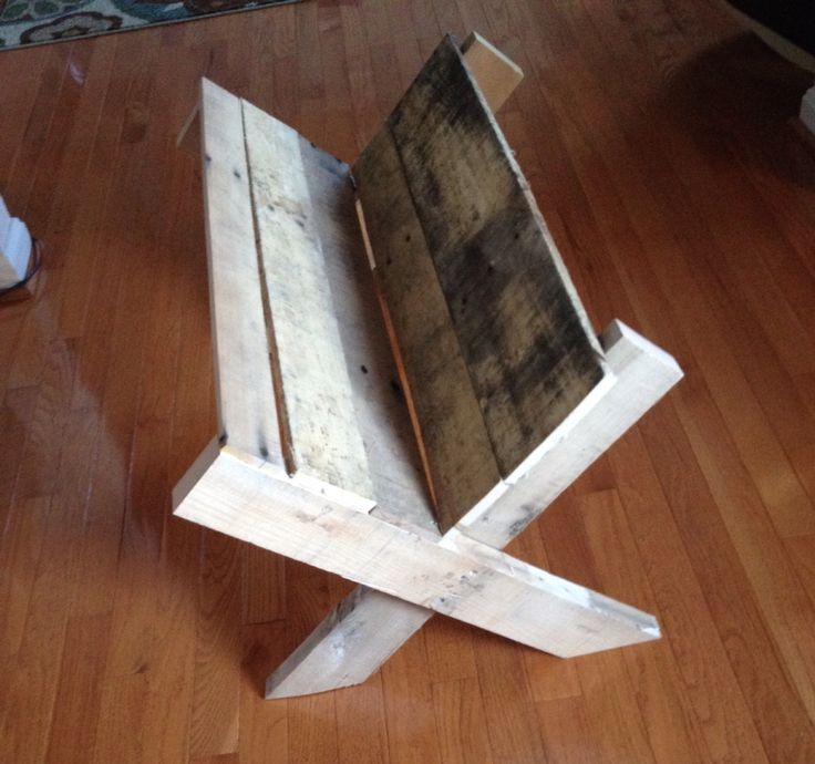 Manger from pallet wood
