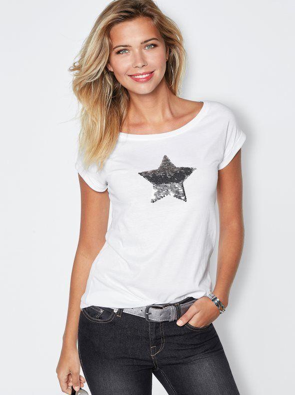 8f2df49ba Muestra tu estrella con esta camiseta de escote redondeado y manga corta.  Con diseño de
