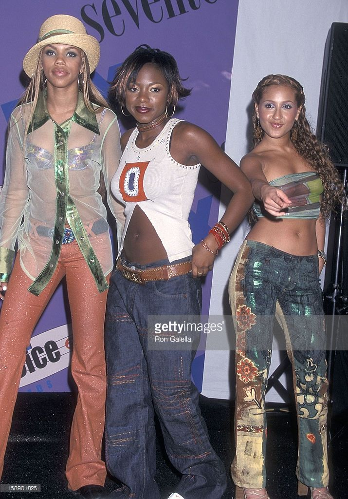 group-3lw-kiely-williams-naturi-naughton-and-adrienne-bailon-attend-picture-id158901825 (715×1024)