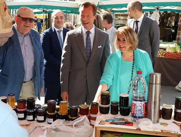 Grand Duke Henri and Maria Teresa visited an open-air market