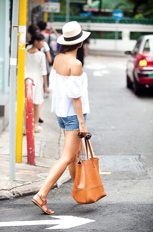 Casual // Brown Leather Tote // Brown Sandals // Fedora // Off The Shoulder Tee