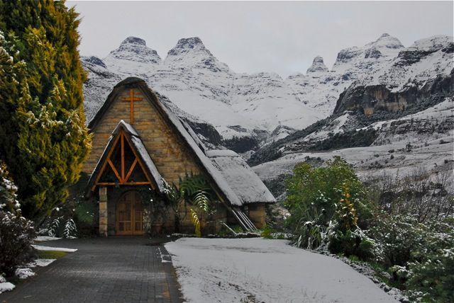 Cathedral Peak Chapel in snow 2011 courtesy of Paul Tosio for Snowreport.co.za