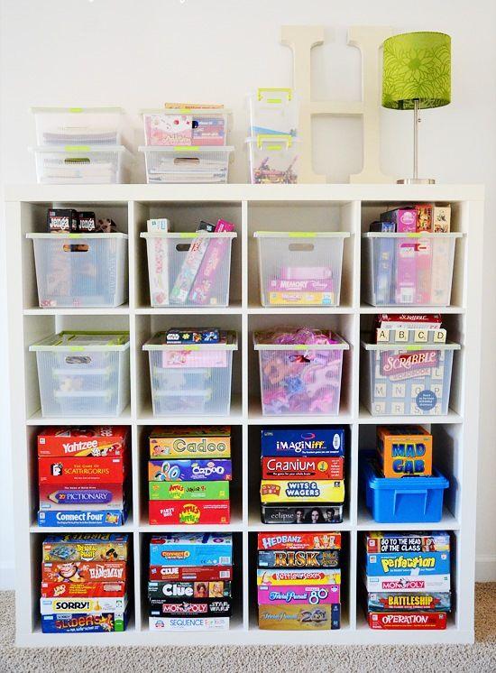 Essa estante é ótima para organizar brinquedos e jogos infantis. Além de organizado fica decorado.