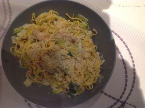 Verse spaghetti met kip en prei