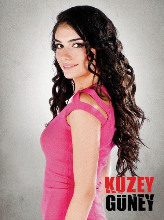 Hazar Ergüçlü as Simay Canaş, Kuzey's girlfriend and later wife