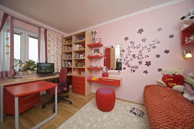 Reference - Apparel interiéry  zasouvaci červený stůl