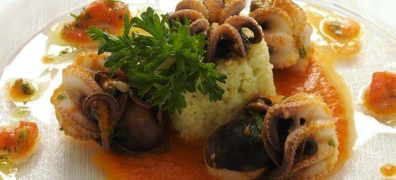 Pronti per il cenone della Vigilia? Il riso è un ottimo sostituto dei classici spaghetti, anche per le feste. Questi timballini di riso di mare delizieranno i vostri occhi e soprattutto il palato.