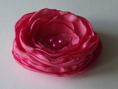 Rózsaszín  szatén  kitűző,gyöngyökkel, Mindenmás, Ruha, divat, cipő, Ékszer, óra, Bross, kitűző, Meska