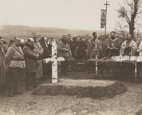 BU-F-01073-1-08759 Primul război mondial. Slujbă religioasă la cimitir în memoria eroilor căzuţi în luptă, s. d. (sine dato) (niv.Document)