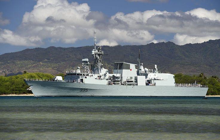 HMCS Calgary (FFH-335) leaves Pearl Harbor in July 2014.JPG
