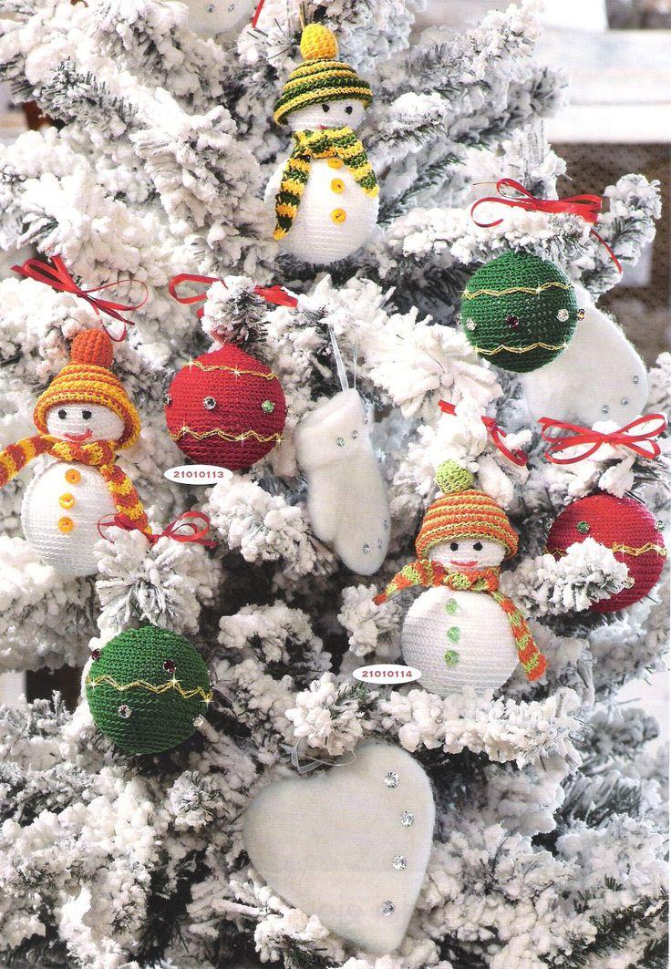 Вязаные шары и снеговики для елки из Mani di Fata 10 (2010)с описанием на русском языке. Вязаные крючком новогодние шары и снеговики с описанием от итальянских дизайнеров Мани да Фаты.