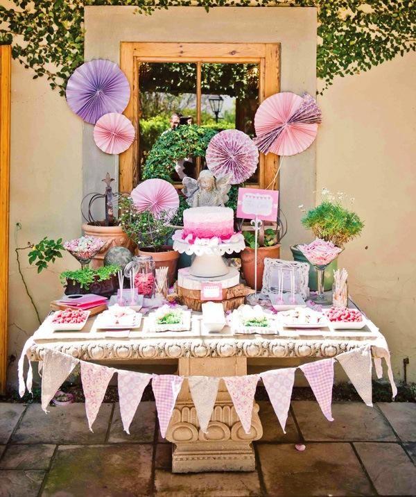 Kindergeburtstag Buffet organisieren Pom Pom lila Deko ...