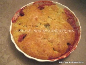 Strawberry Rhubarb Cobbler Crumble #recipe  http://frugalnewenglandkitchen.com/strawberry-rhubarb-cobbler-crumble/