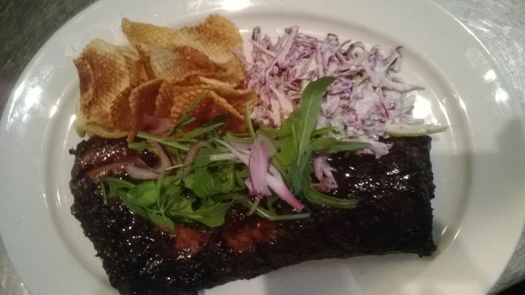 Beef short rib with hand cut crisps, apple & red cabbage slaw & topped with rocket #cafeparadiso