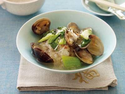 あさりのあんかけおこげ丼 レシピ 陳 建太郎さん|中国風のあんを石焼きビビンバ風の香ばしいご飯に、からめた、ダブルのうまさが決め手。1つのフライパンで、おこげ、あんの順につくります!
