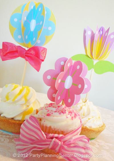 Free printable paper flowers cupcake Cupcake toppers and cocktail picks from http://partyplanningcenter.blogspot.com/2012/04/spring-paper-flowers.html