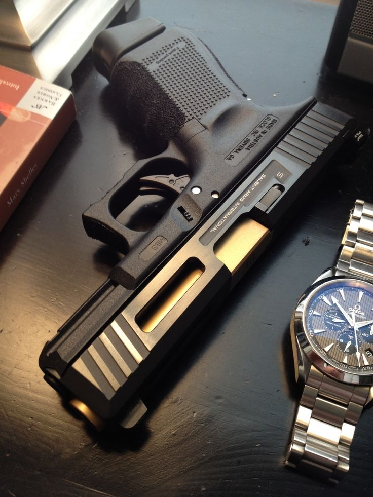 I'm not a Glock fan (simply doesnt feel right in either mine or Lisa's hands) but that's a nice looking custom piece.