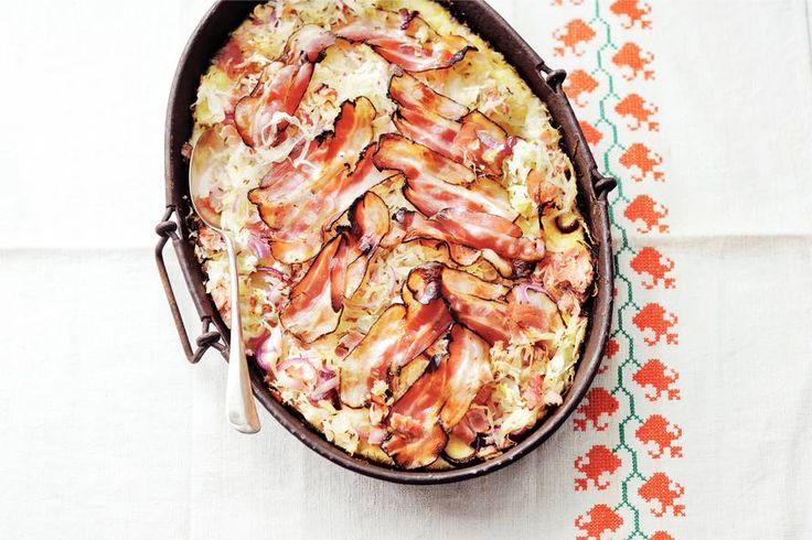 Zuurkool-ovenschotel met ham en spek - Recept - Allerhande