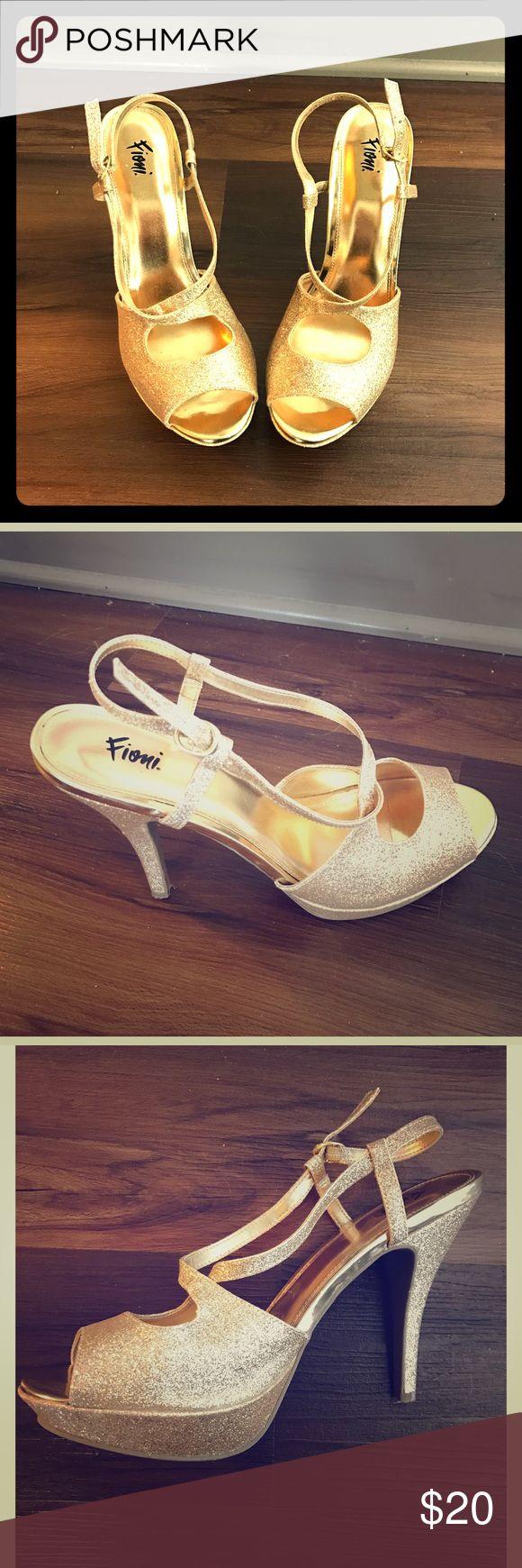 Ponad 25 najlepszych pomysłów na temat: Sparkly Gold Heels na ...