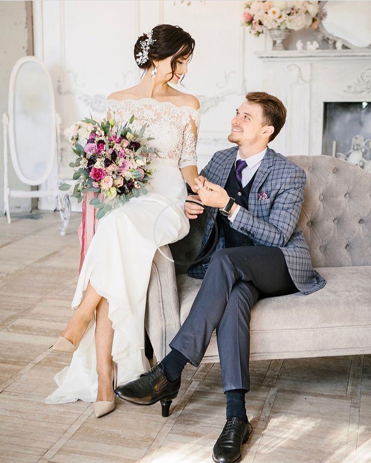 Доброе утро✌ Если хочешь, чтоб твой весенний свадебный образ был романтичным и женственным, как у @karina_ravich тогда тебе подойдёт объемная веточка из жемчужных бусин и металлических листьев, ее можно сделать как в серебряном таким в золотом оттенке. ⠀ #KATIRINI - доступно к заказу 3.500₽ ⠀ Ph: @violettphoto.ru Hair: @araksya_hairstyle_ --------------------------------- • З А К А З А Т Ь • СОТРУДНИЧЕСТВО • ФОТОСЕССИЯ • WORKSHOP  DIRECT ☎️ What's App: 918•360•34•38
