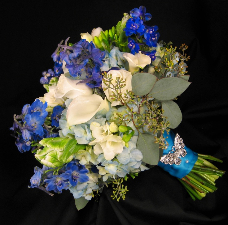 simple wedding flower arrangements 1000 images about blue weddings on 7512