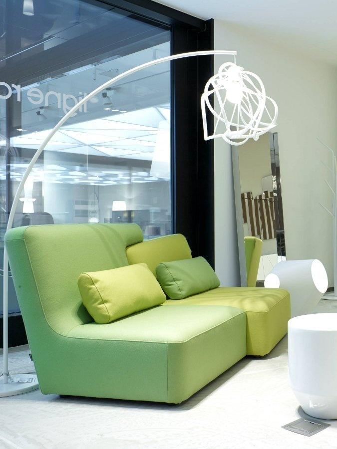 il design originale di ligne roset nel nuovo store a. Black Bedroom Furniture Sets. Home Design Ideas