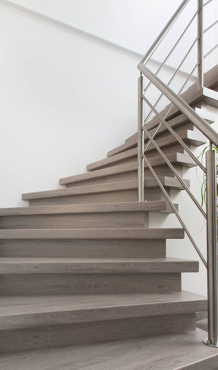 16 best moderne trappen newstairs images on pinterest for Renovatie houten trap