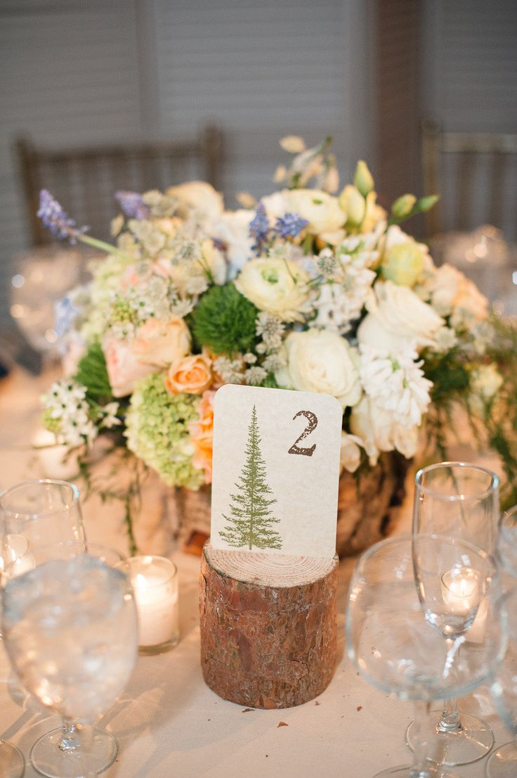 A centerpiece that looks fresh out of the woods. Photography by Brklyn View Photography / brklynview.com
