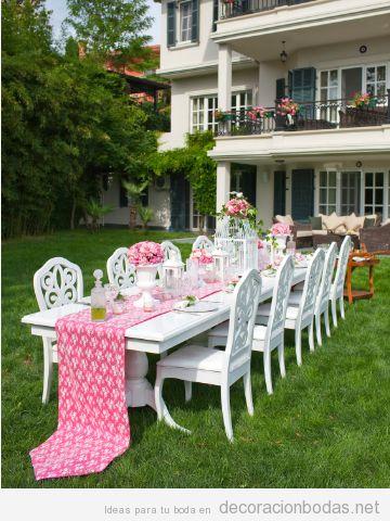 decorar ceremonia y banquete en patio trasero de casa