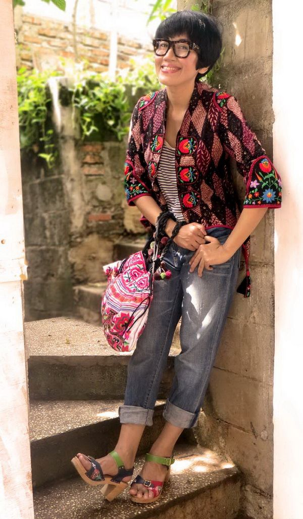 ..wearing Batik Amarillis's Arcana jacket in Classic Batik pemalang  and beautiful hungarian embroidery, celine  glasses ,a pair of Levi' boyfriend jeans and Chameleon clogs which adorned with kurbits  <3