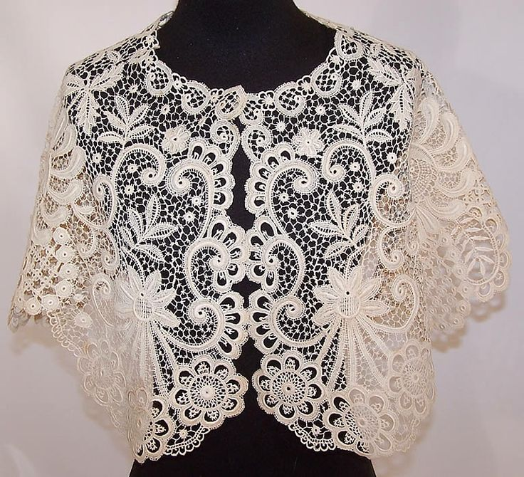 lace capelet | ... Antique Large White Bobbin Lace Pelerine Collar Capelet Shawl