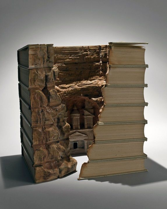 Скульптуры из книг от Гая Ларами. Фото