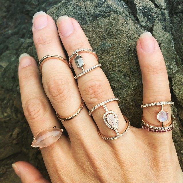 Magic rock for my magic rocks on the beach at #bigsur #havejewelrywilltravel #meredithkahnfinejewelry #bridal #lovetwist #bridgelovetwist #rosecut #rosegold #showmeyourrings #ringstack