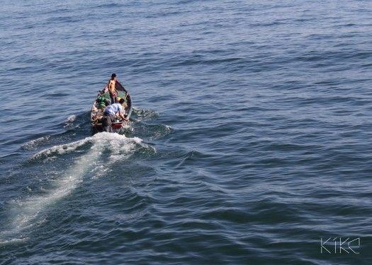 Pescadores artesanales dirigiéndose a alta mar