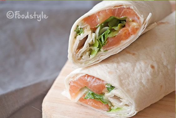 Deze Zalm Wraps met roomkaas en rucola zijn heerlijk, gezond en makkelijk mee te nemen voor lunch naar je werk of onderweg.