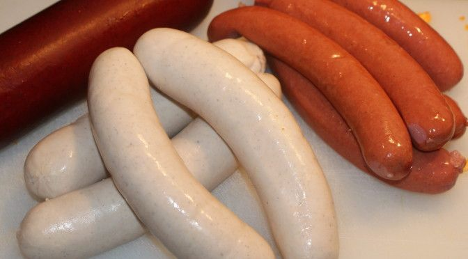 Salsicha branca de vitela, salsicha para hot dog e salsicha curada(summer sausage).