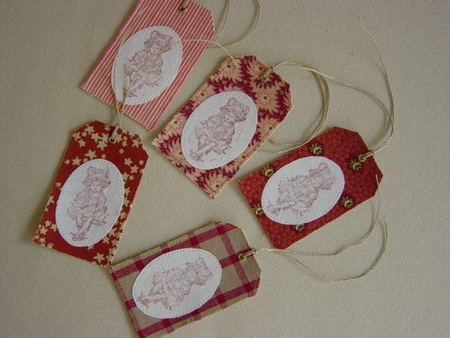 Etiquettes en tissu lot de 5, dominante rouge, impression au tampon : Emballages cadeaux par mc-palf