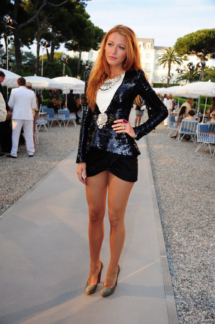 Blake Lively showing off her great stems in a Micro mini Chanel Dress