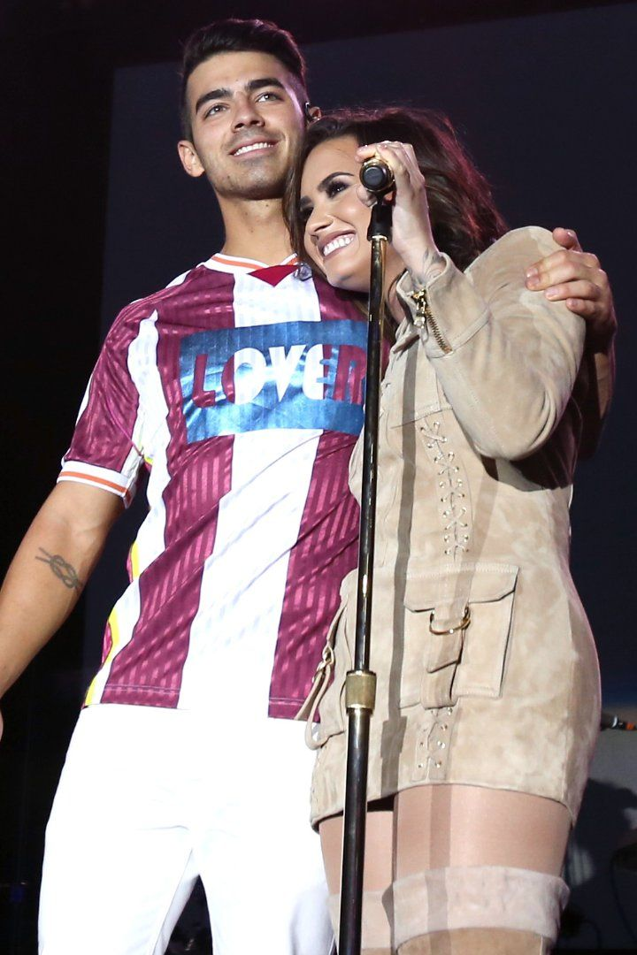 Exes Joe Jonas and Demi Lovato Took to the Stage Together and Our Hearts Can't Take It
