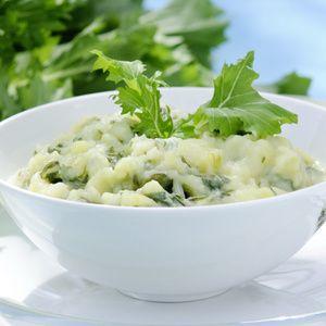Kartoffeln waschen, schälen und in grobe Würfel schneiden. Vom Stielmus die oberen Blätter etwas abschneiden, Stielmus in etwa 3 cm lange Stückchen...