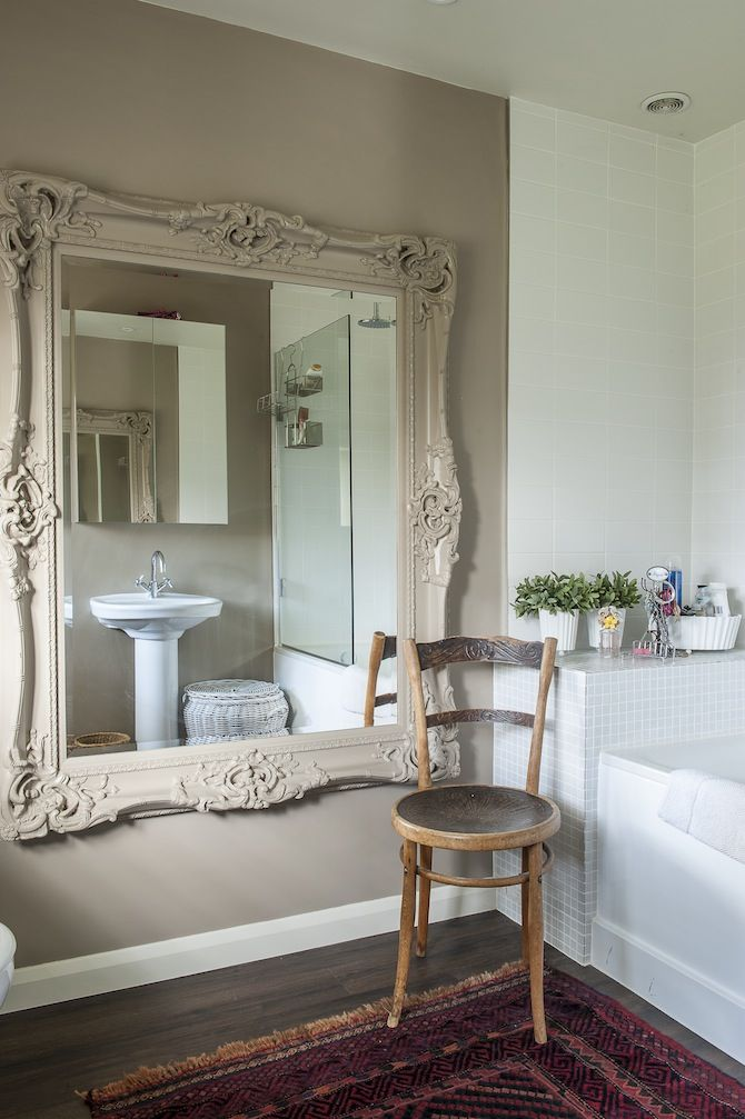 In the en suite, the frame of the large ornate mirror from Blooms has been very effectively painted in the same Farrow & Ball paint as the walls.