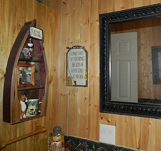 Have to have this shelf in my fishing themed bathroom <3