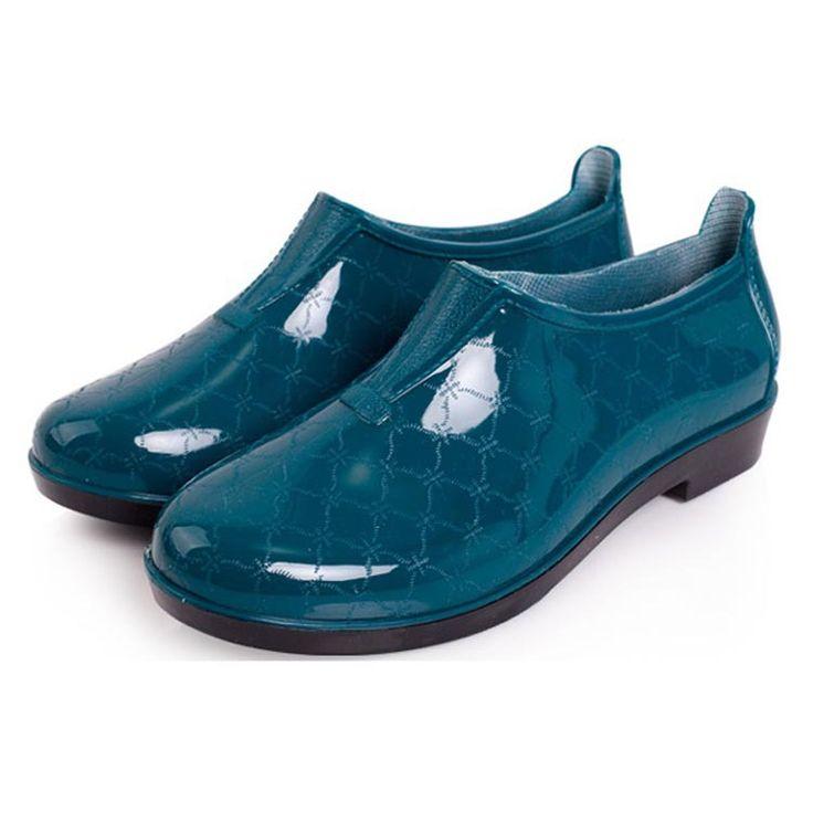 Encontrar Más Botas de las mujeres Información acerca de Pure color short botas de lluvia para las mujeres 36 40 de talla grande al aire libre a prueba de agua zapatos botas de agua de moda casual femenina, alta calidad botas de piernas cortas, China boot amarillo Proveedores, barato botas de mujer de Rain Angel en Aliexpress.com
