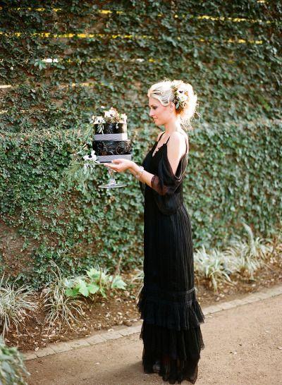 Classic black & white wedding inspiration: http://www.stylemepretty.com/2014/07/31/classic-black-and-white-wedding-inspiration/ | Photography: http://loveisabird.com/