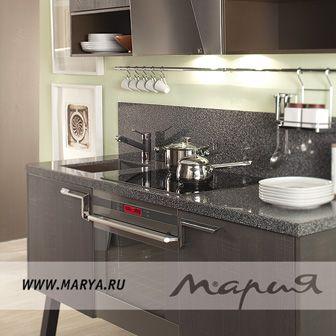 Прогрессивное техническое оснащение кухни Mambo максимально позаботится о вас: бесшумные выдвижные системы с доводчиками, вместительные ящики, разделенные на секции, и новейшая встраиваемая техника — все это разработано для вашего комфорта. Возможность комплектации модели позволяет объединить кухню Mambo и гостиную, выполнив их в едином стиле, тем самым визуально расширить помещение и привнести в него интересные индивидуальные решения.
